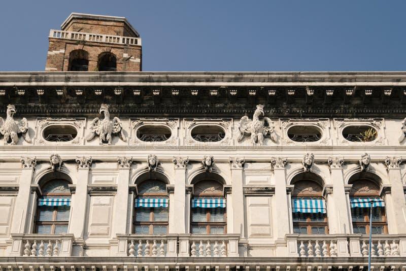 Fasad av en Venetian slott arkivbild