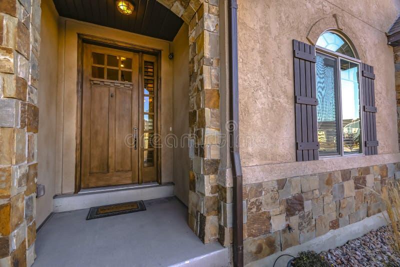 Fasad av ett härligt hem i Eagle Mountain Utah royaltyfri bild