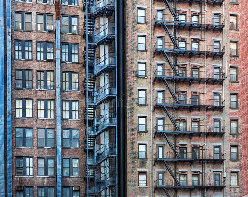 Fasad av gammal röd byggnad arkivfoto