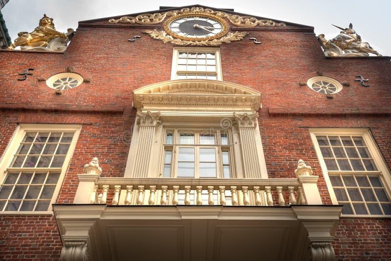 Fasad av gammal statlig husbyggnad i Boston Massachusetts arkivfoto