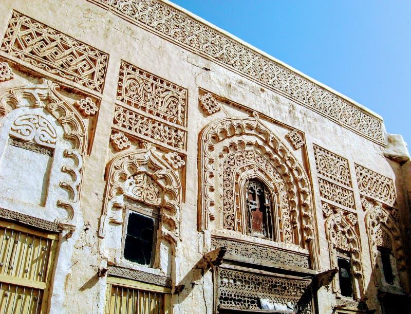 Fasad av historisk byggnad i Zabid arkivbild
