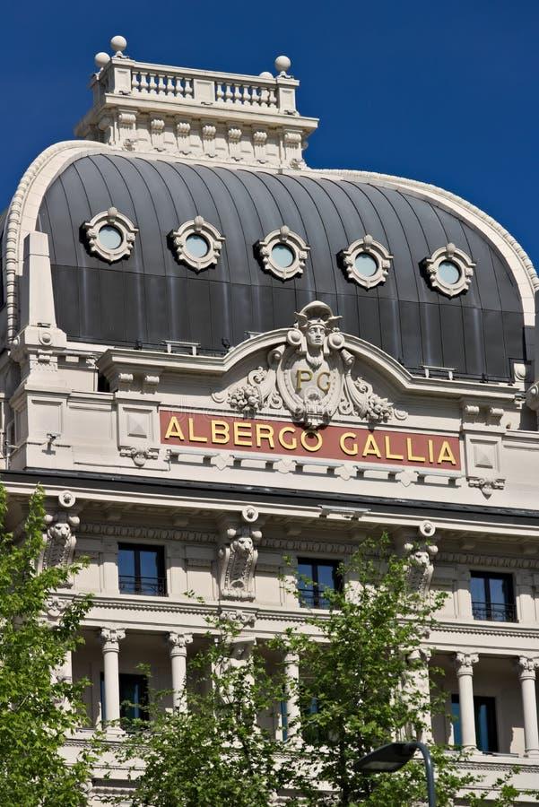 Fasad av hotellet Gallia i Milan, f?r en tid sedan fullst?ndigt renovat arkivfoton