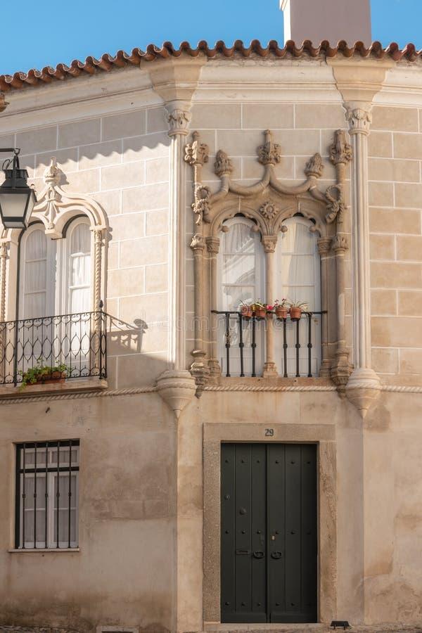 Fasad av huset av Garcia de Resende Garcia de Resende var en portugisisk poet och utgivare av det 15th århundradet royaltyfria bilder