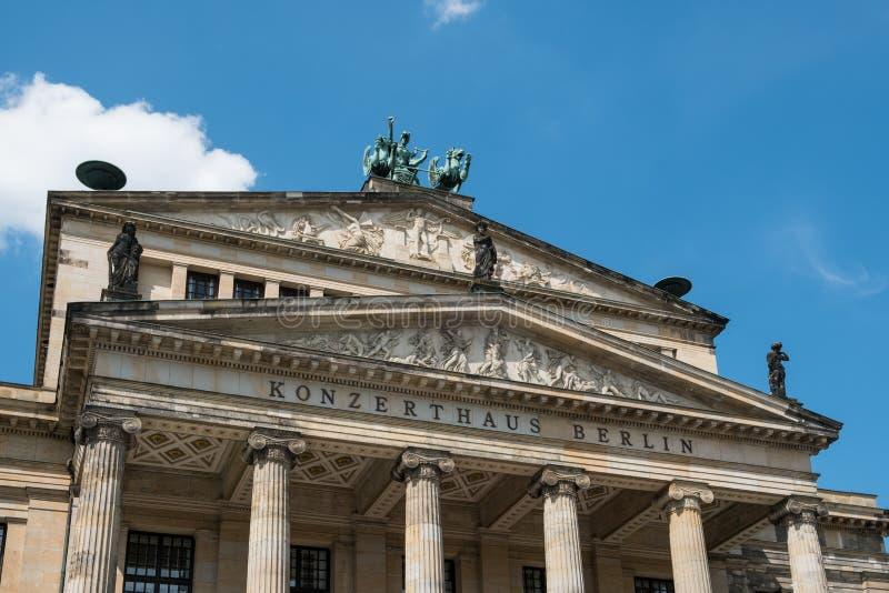Fasad av konserten Hall Konzerthaus Berlin på Gendarmenma arkivfoton