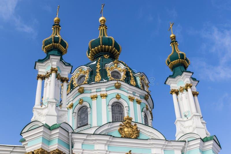 Fasad av kyrkan för St Andrew ` s - en rysk ortodox kyrka i Kyiv Kiev, Ukraina royaltyfri bild
