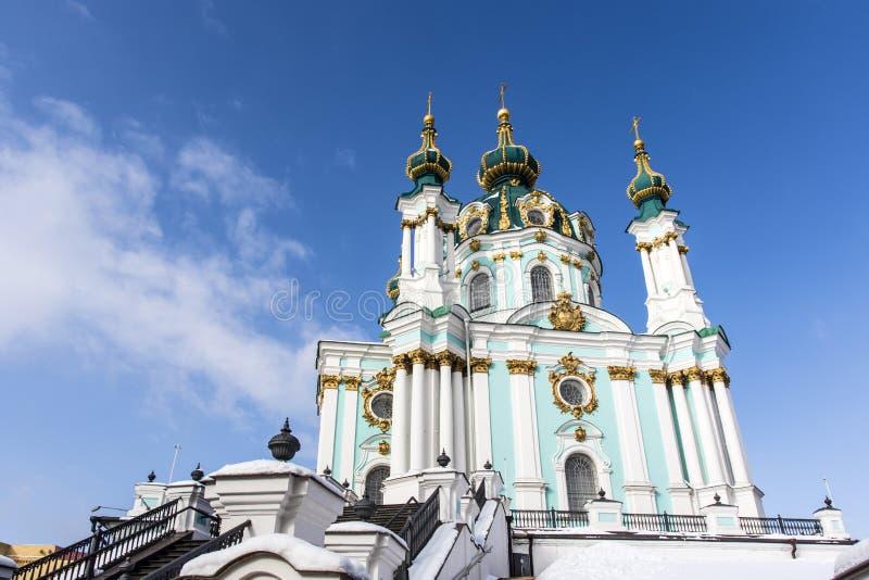 Fasad av kyrkan för St Andrew ` s - en rysk ortodox kyrka i Kyiv Kiev, Ukraina arkivbilder