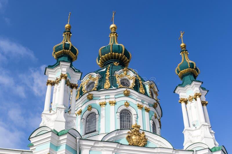 Fasad av kyrkan för St Andrew ` s - en rysk ortodox kyrka i Kyiv Kiev, Ukraina royaltyfri foto