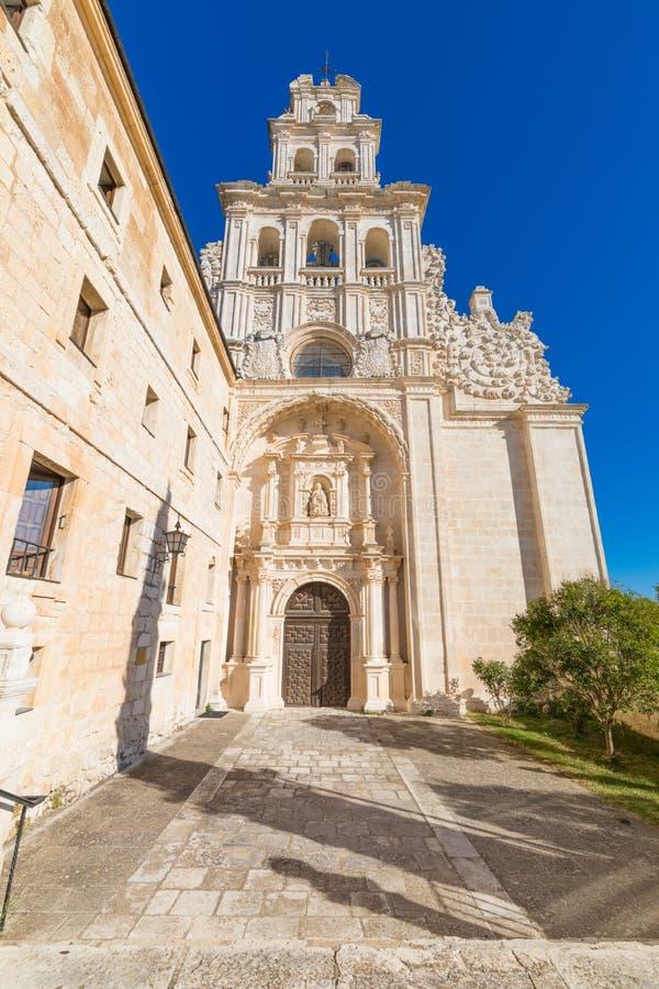 Fasad av kyrkan i kloster av den Santa Maria de la Vid lodlinjen fotografering för bildbyråer