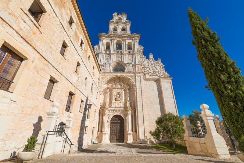 Fasad av kyrkan i kloster av Santa Maria de la Vid arkivbilder