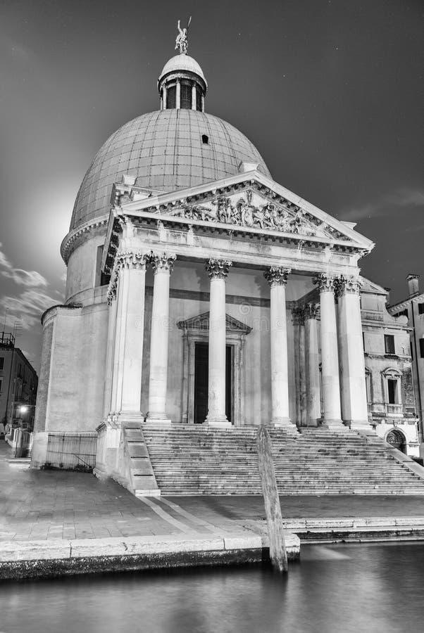 Fasad av kyrkan av San Simeone Piccolo, Venedig, Italien arkivbilder