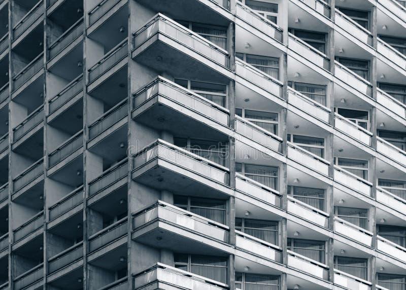 Fasad av modern konkret byggnad arkivfoto