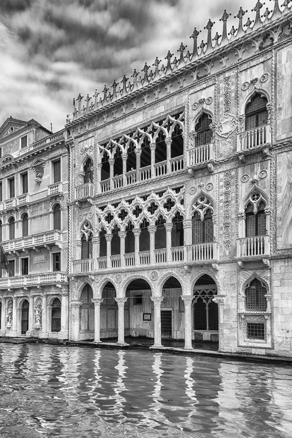 Fasad av Palazzo Santa Sofia aka Ca D& x27; Oro Venedig, Italien fotografering för bildbyråer