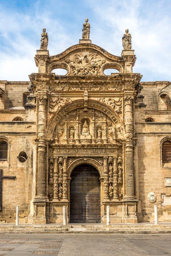 Fasad av priorsklosterkyrkan i staden för El Puerto de Santa Maria, Spanien arkivfoto