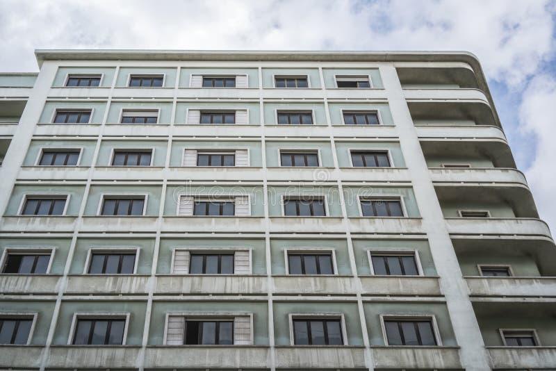 Fasad av typisk portugisisk byggnad i Lissabon portugal arkivbilder