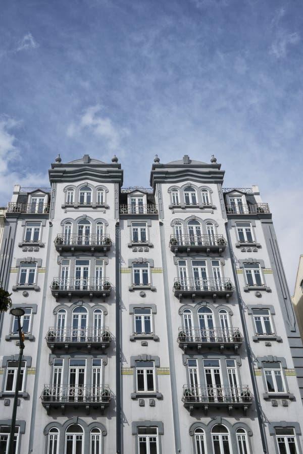 Fasad av typisk portugisisk byggnad i Lissabon portugal royaltyfri foto