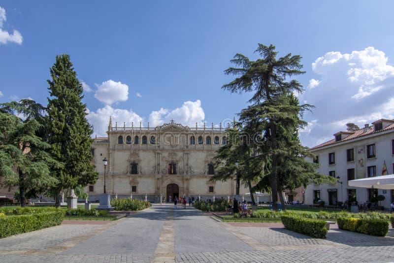 Fasad av universitetet och den historiska polisdistriktet av Alcala de Henares, arkivfoton