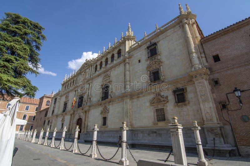 Fasad av universitetet och den historiska polisdistriktet av Alcala de Henares, arkivbild