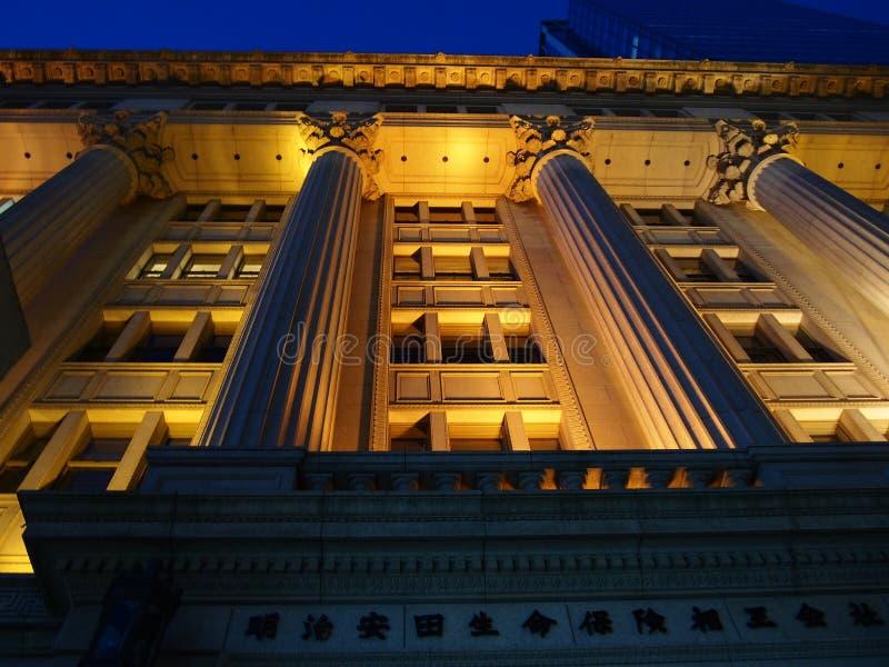 Fasad för klassisk arkitektur i Tokyo kan Meiji Seimei royaltyfri fotografi
