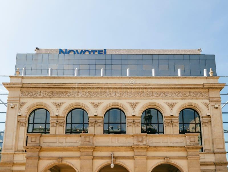 Fasad Novotel för lyxigt hotell royaltyfri foto