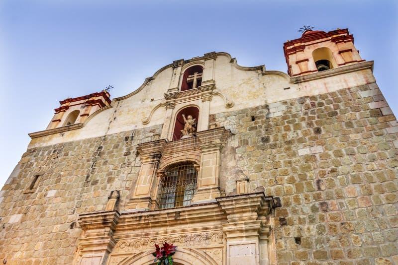 Fasad utanför för blodKristus för kyrka den dyrbara kyrkan Oaxaca Mexico royaltyfri foto