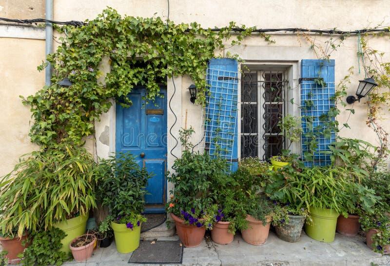 Fasada budynek blisko areny w Arles obraz royalty free