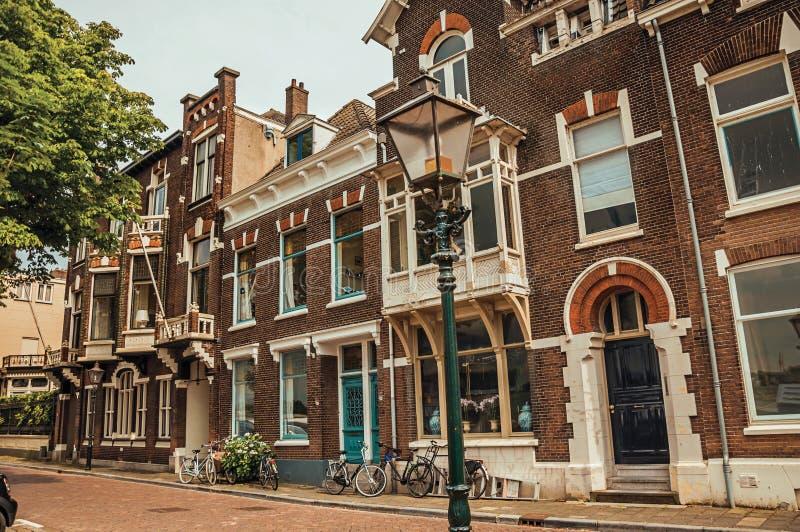 Download Fasada Eleganccy Ceglani Domy I Bicykle Na Ulicie W Chmurnym Dniu Przy Dordrecht Obraz Stock - Obraz złożonej z 0, city: 106919575