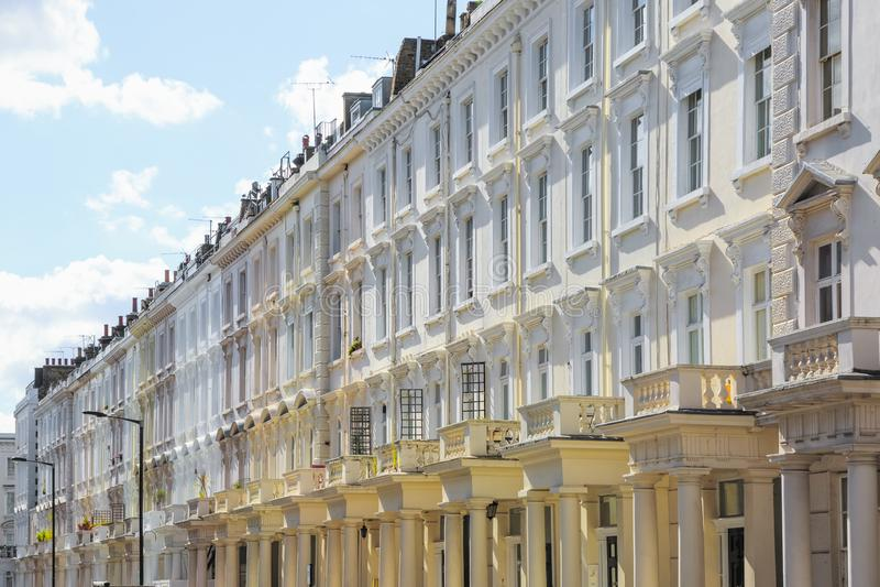 Fasada gruzinu styl tarasował domy w Londyn zdjęcia royalty free
