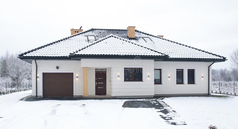 Fasada oddzielny dom zdjęcia stock