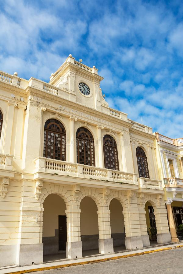 Fasada Palazzo Comunale di Santa Clara na niedziela rano fotografia royalty free