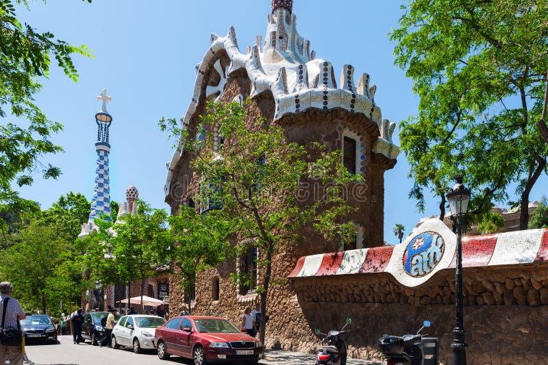 Fasada piękny budynek przy wejściem Parkować Guel w Barcelona, Hiszpania obrazy stock