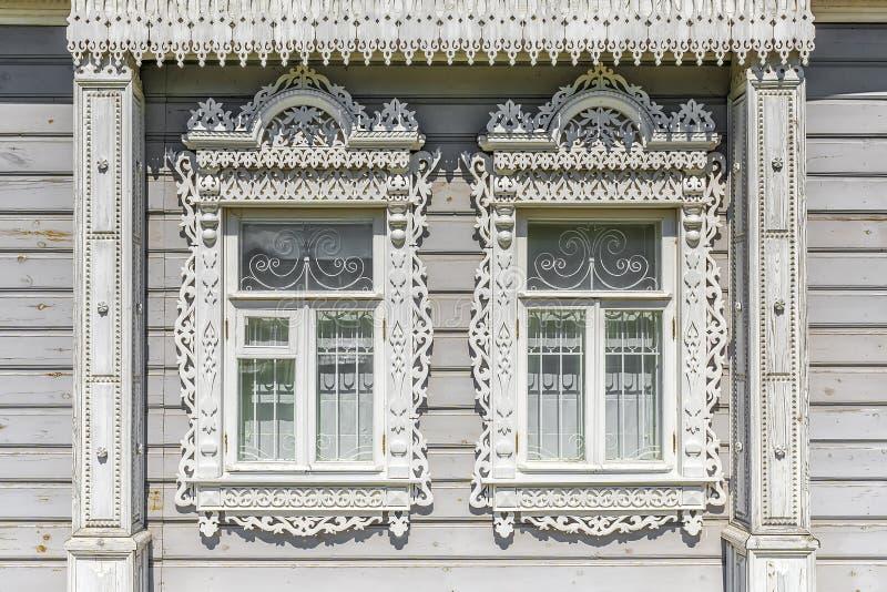 Fasada Rosyjski drewniany dom z platbands zdjęcie stock