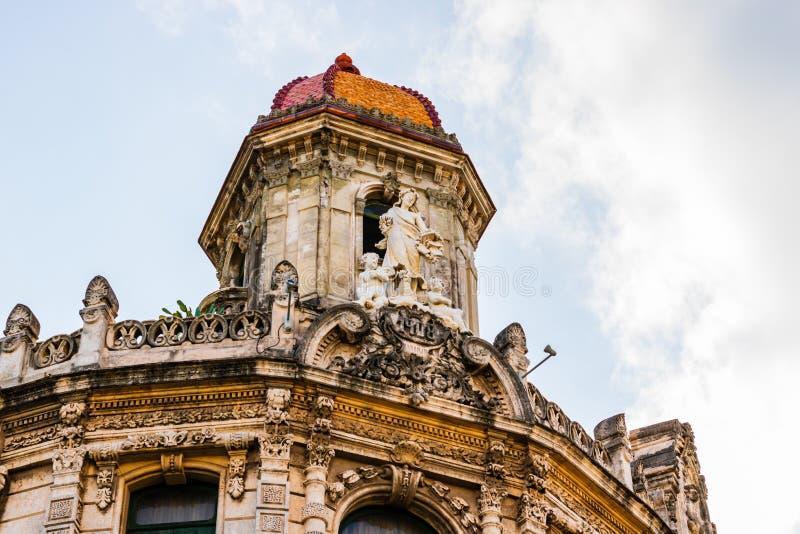 Fasada starzy kolonialni budynki od głównego placu w Hawańskim, Kuba zdjęcia stock