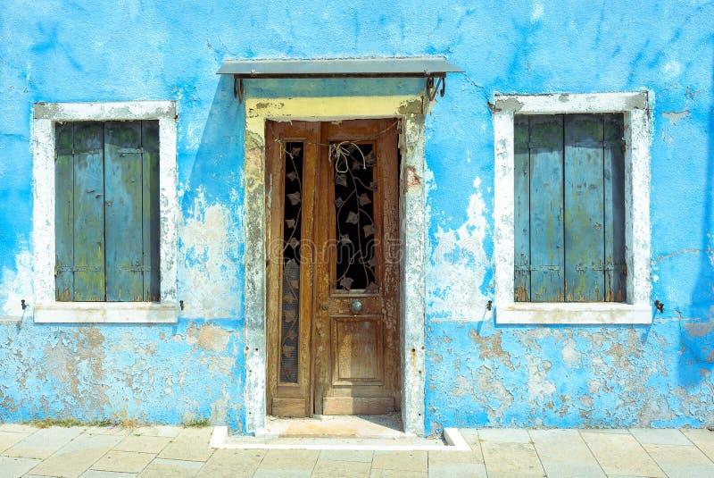Fasada zaniechany dom w Burano obrazy stock