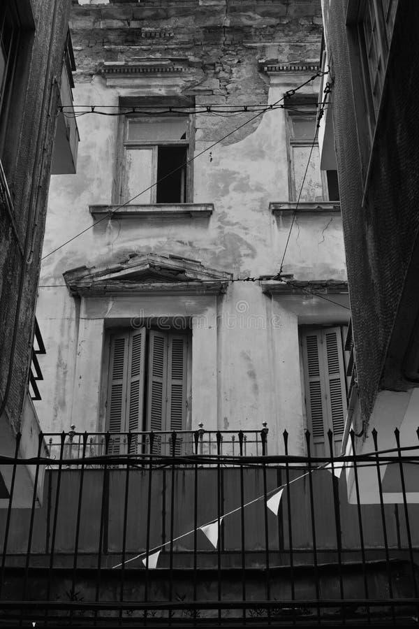 Fasada zaniechany neoklasyczny budynek obraz stock