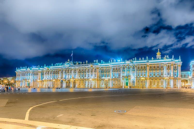 Fasada zima pałac, eremu muzeum, St Petersburg, R zdjęcia stock
