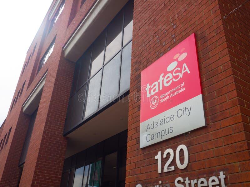 Fasadbyggnaden av TAFE SA för TAFE södra Australien är Australien största yrkesutbildning och utbildningsfamiljeförsörjaren royaltyfri foto