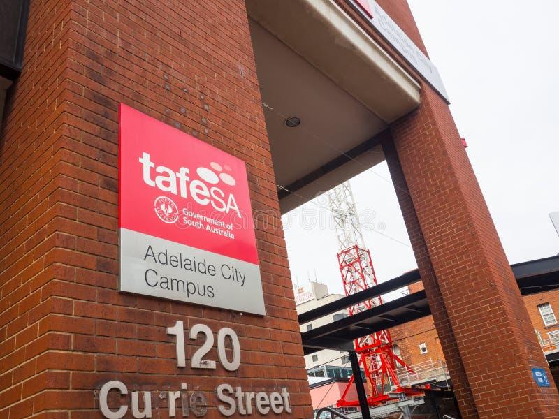 Fasadbyggnaden av TAFE SA för TAFE södra Australien är Australien största yrkesutbildning och utbildningsfamiljeförsörjaren arkivbild