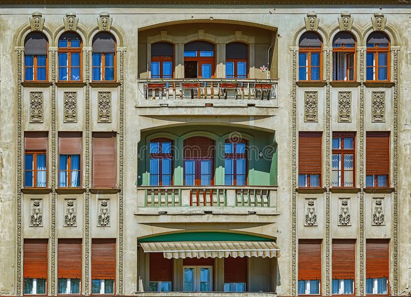 Fasade av en gammal byggnad royaltyfria bilder