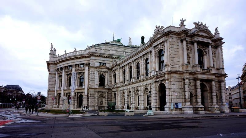 Fasaden av byggnaden av Burgtheateren i Wien i Österrike fotografering för bildbyråer