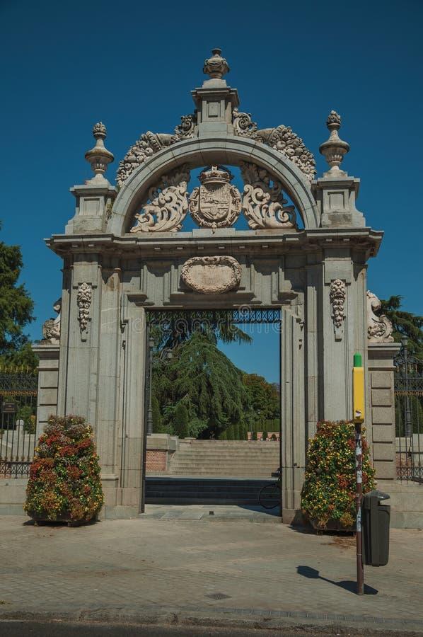 Fasaden av den Felipe droppporten på Elen Retiro parkerar i Madrid royaltyfri foto