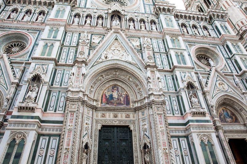 Fasaden av den härliga Florence Cathedral invigde i 1436 arkivfoton