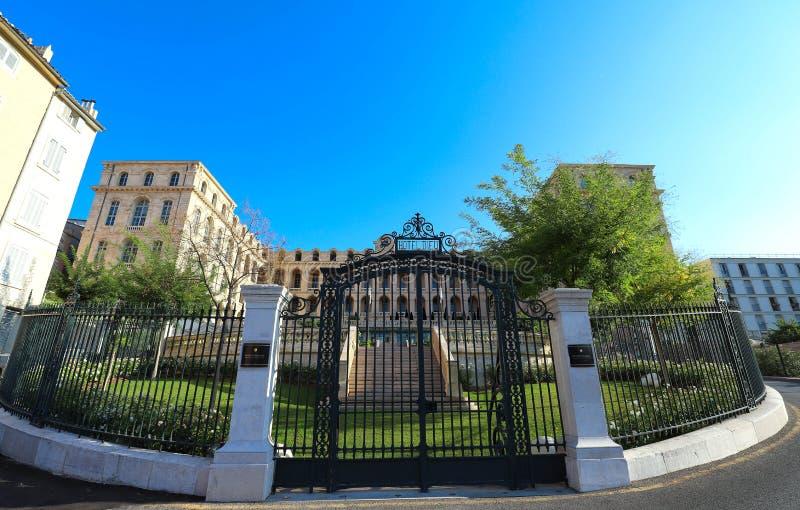 Fasaden av det lyxiga interkontinentala hotellet Dieu som lokaliseras i den Daviel fyrkanten i den historiska Panier grannskapen  royaltyfri fotografi