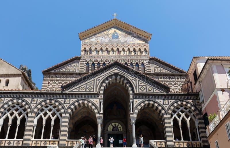 Fasaden av domkyrkan av Stet Andrew i Amalfi italy royaltyfri fotografi