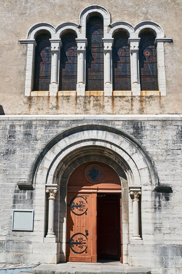 Fasaden av en medeltida kyrka royaltyfri bild