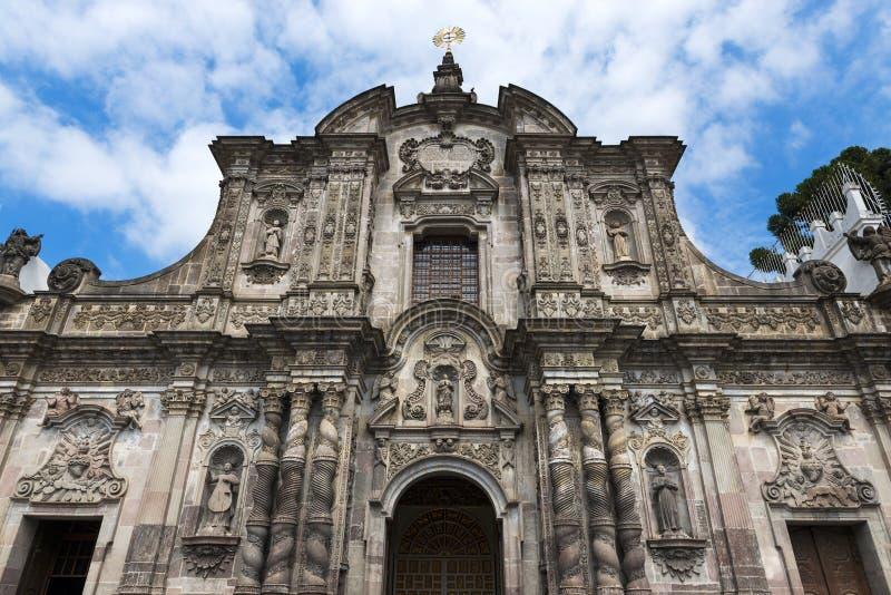 Fasaden av kyrkan av samhället av Jesus La Iglesia de la Compania de Jesus i staden av Quito, i Ecuador royaltyfria foton