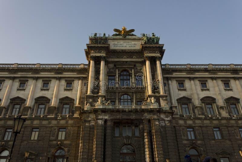 Fasaden av museet av etnologi i Burggarten parkerar i Wien arkivbild