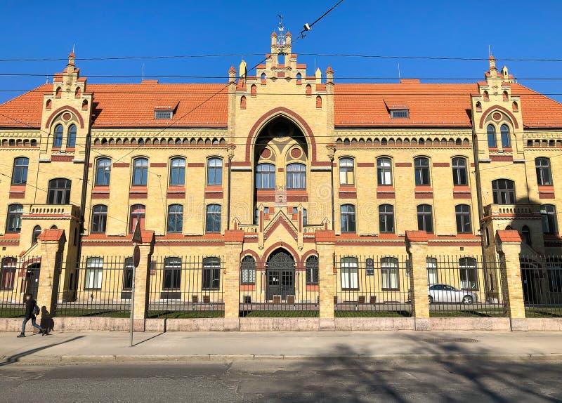 Fasaden av Riga det 1st sjukhuset, är det äldsta civila sjukhuset i Lettland royaltyfri bild