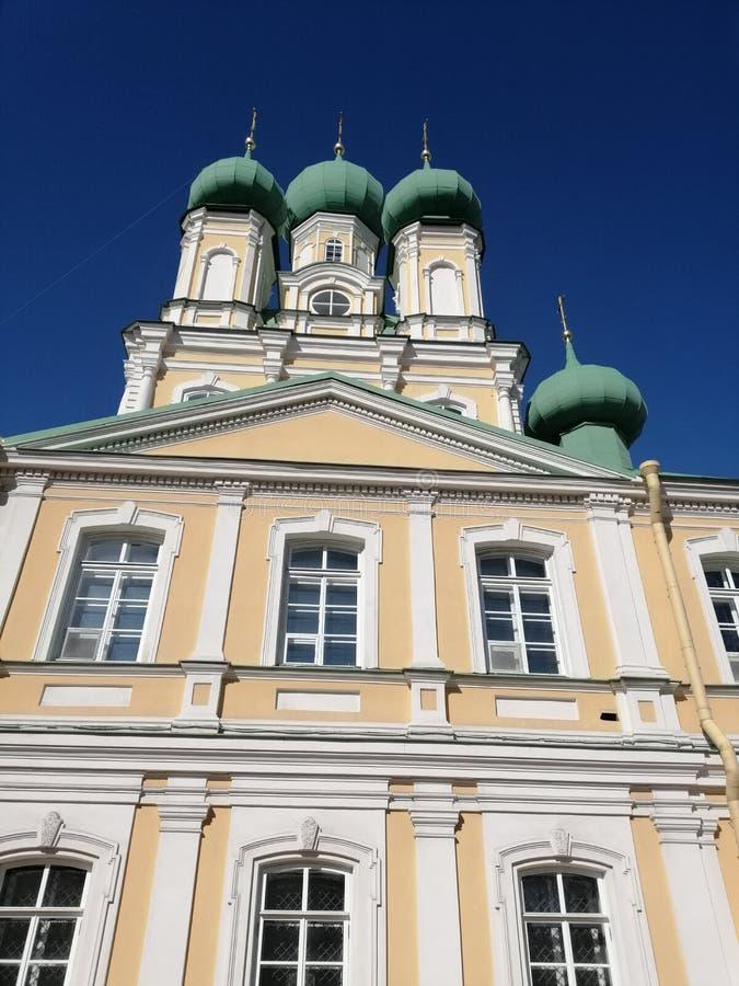 fasaden av templet med kupoler royaltyfria foton