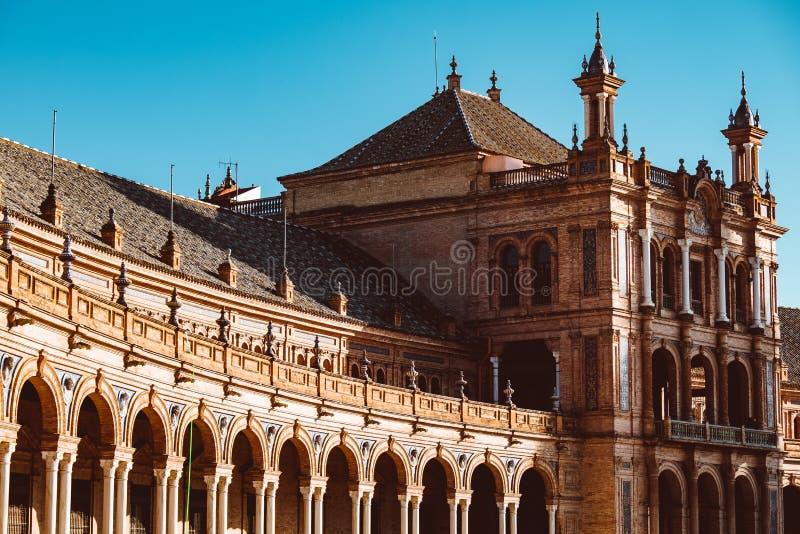 Fasader av byggnader p? spanjorfyrkanten eller plazaen de Espana _ royaltyfri foto