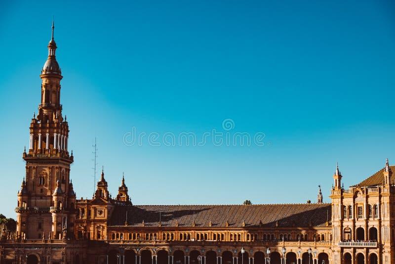 Fasader av byggnader p? spanjorfyrkanten eller plazaen de Espana _ arkivfoton